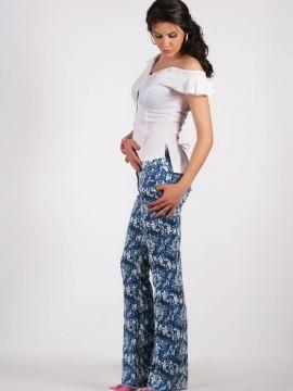 Дамски панталон с флорални мотиви