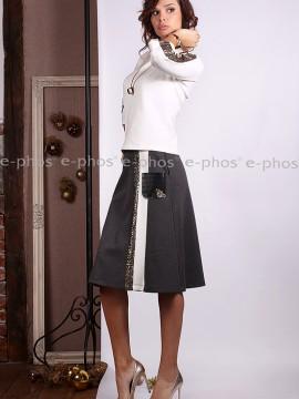 Спортно-елегантен комплект от разкроена пола и блуза