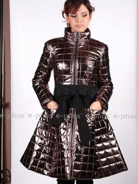 Екстравагантно дамско ватирано яке от лъскава непромокаема промазка