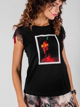 Дамска блуза с щампа с дантелен къс ръкав