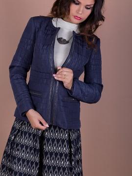 Елегантно дамско яке от ватирана промазка с апликации от декоративни блестящи камъчета