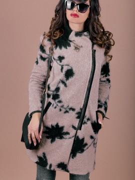 Вълнено дамско палто с асиметрично закопчаване и красива брошка
