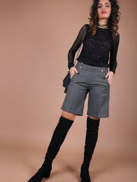 Стилен къс дамски панталон със златисти кантове