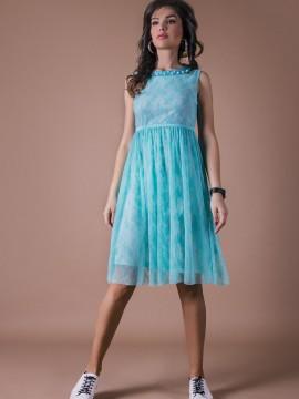 Нежна рокля от тюркоазено синя дантела