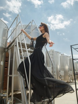 Дълга елегантна рокля в черно
