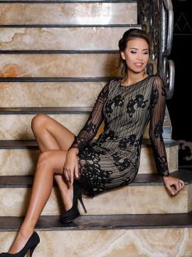 Стилна къса рокля от дантела
