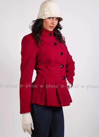 Дамско палто в наситен червен цвят