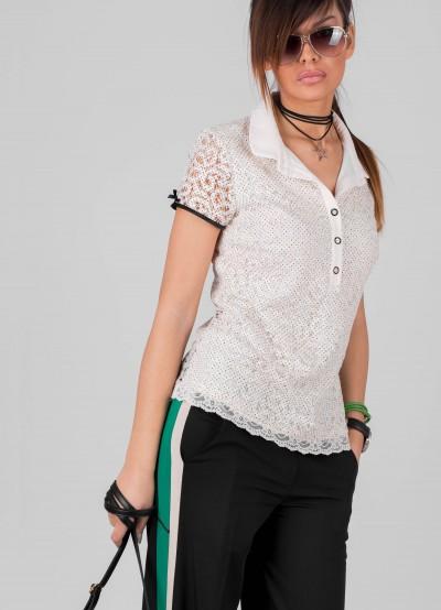 Нежна дантелена блузка на точки