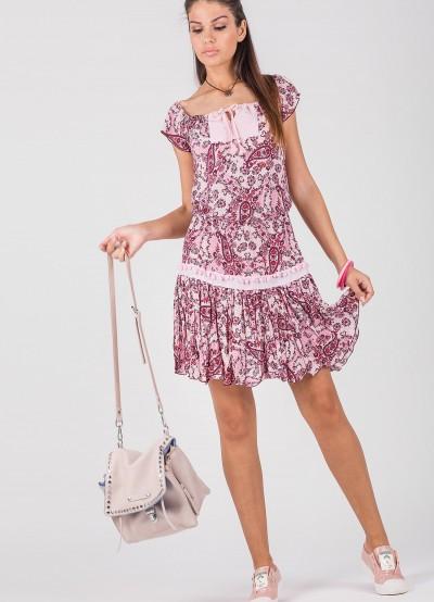 Лятна дамска рокля с отворено деколте и разкроена долна част