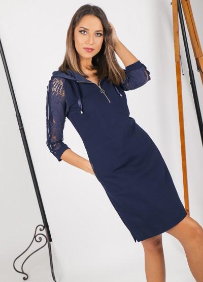 Спортно-елегантна рокля в тъмно синьо