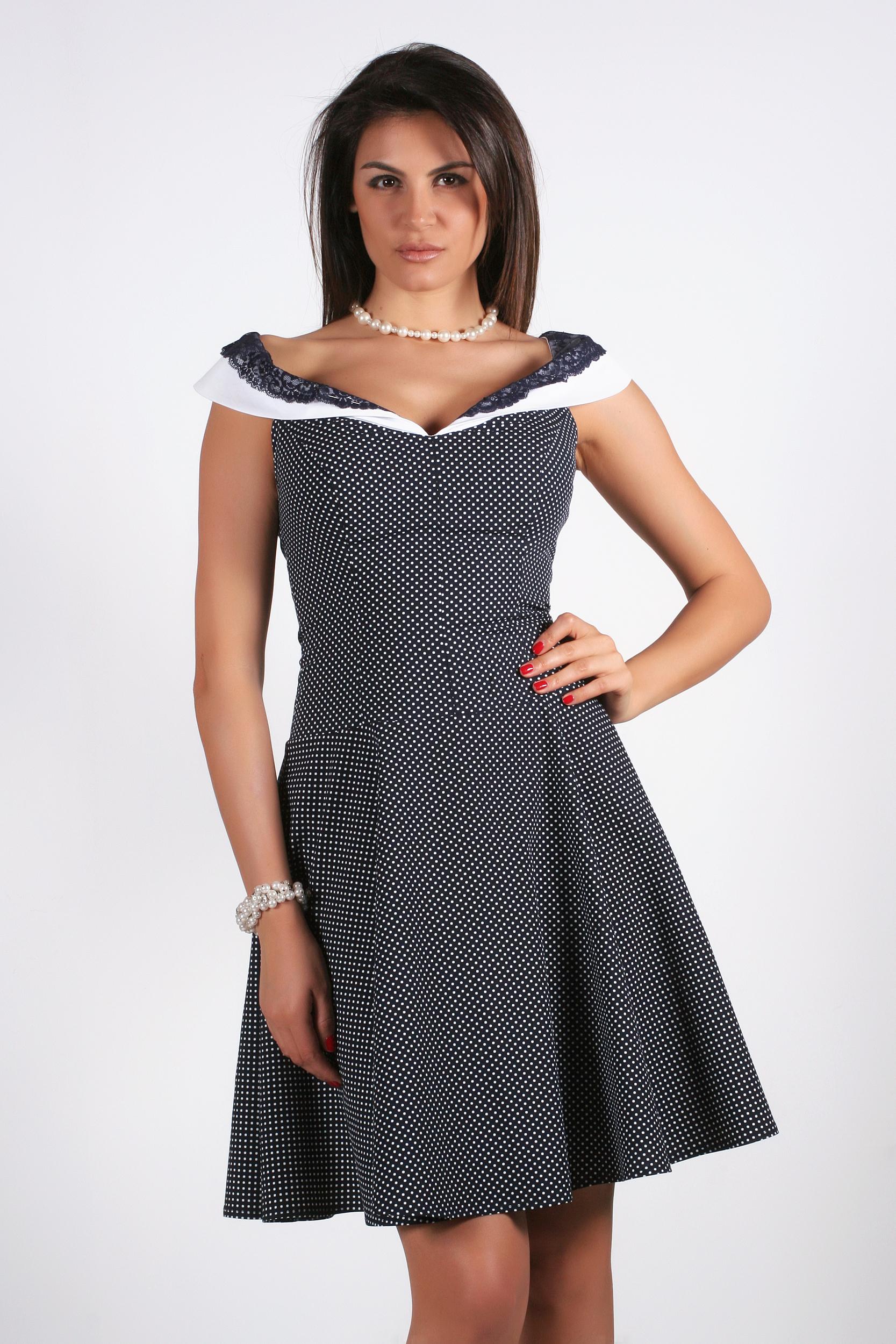 9fc208d3c66 Разкроена рокля на точки - Ephos България - Онлайн магазин за ...