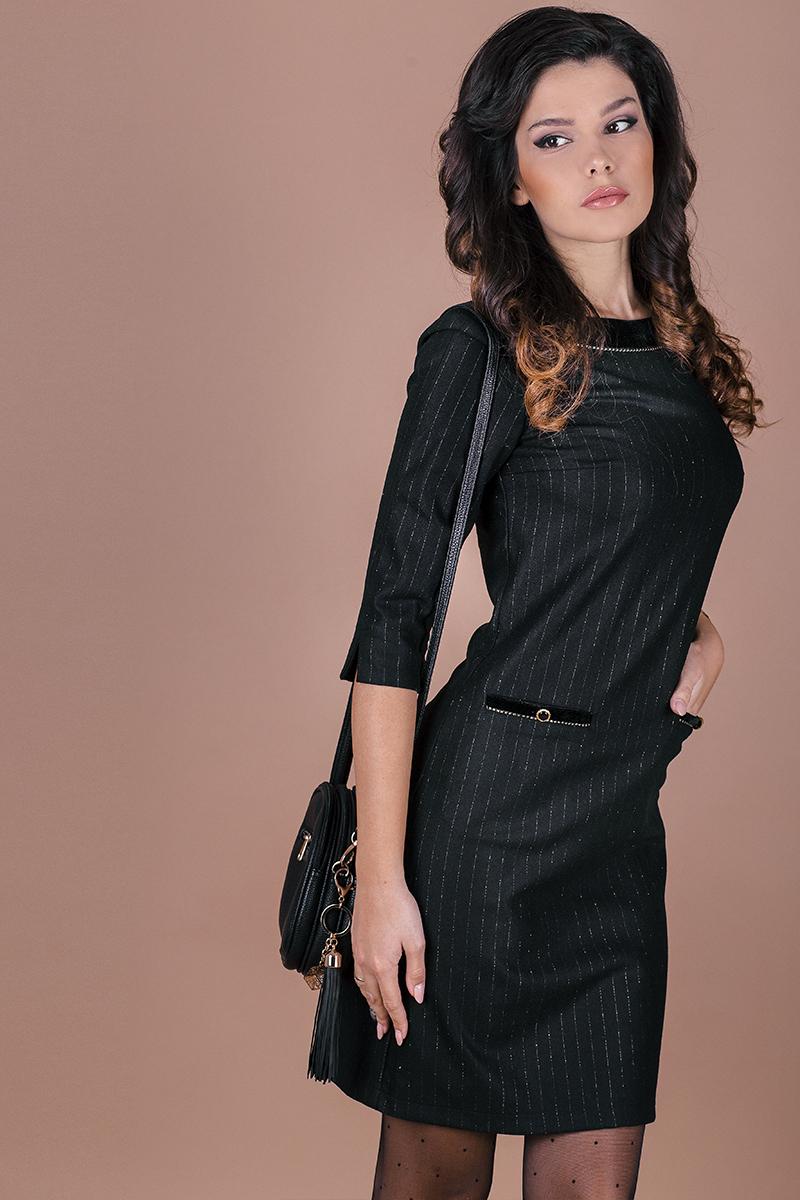 Елегантна рокля от фин вълнен плат със златисто райе