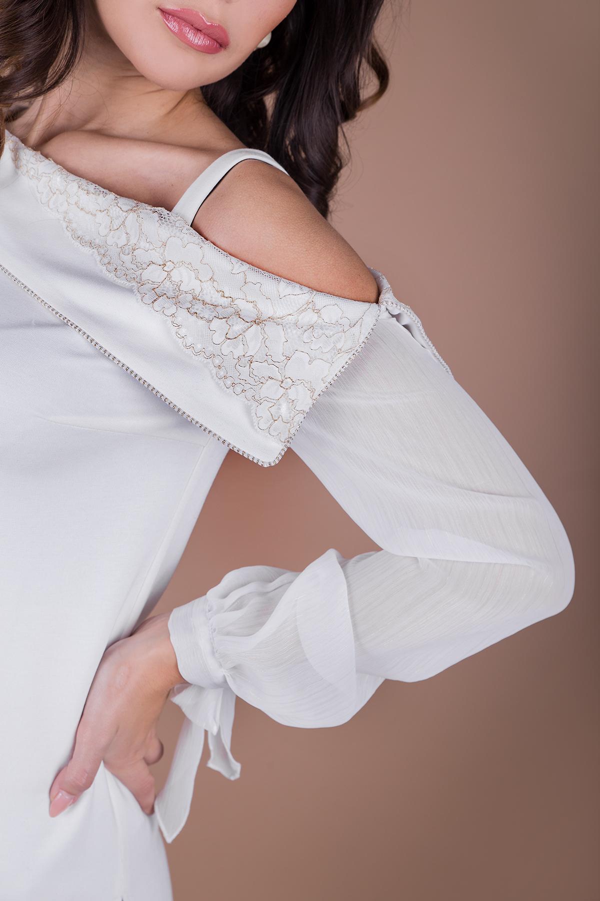 Нежна туника с асиметрично деколте в бяло