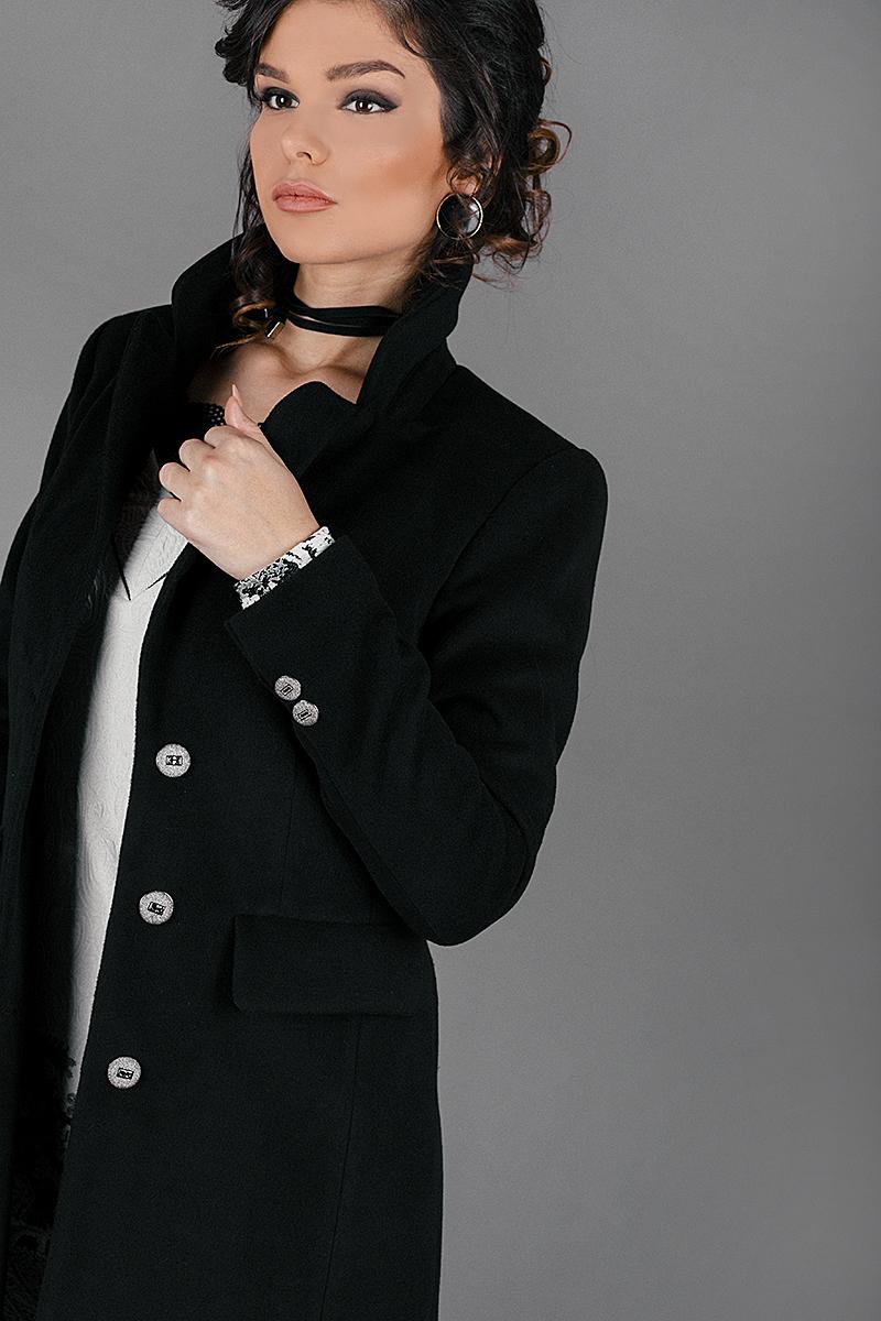 Вталено дамско палто с класически силует
