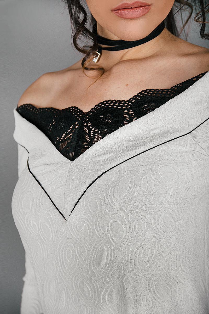 Къса рокля с отворено деколте