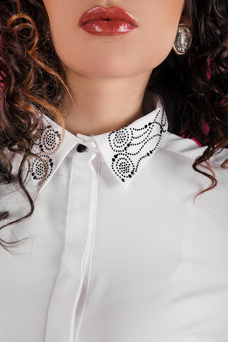 Риза от италиански фин жоржет с  красива апликация от камъни на яката