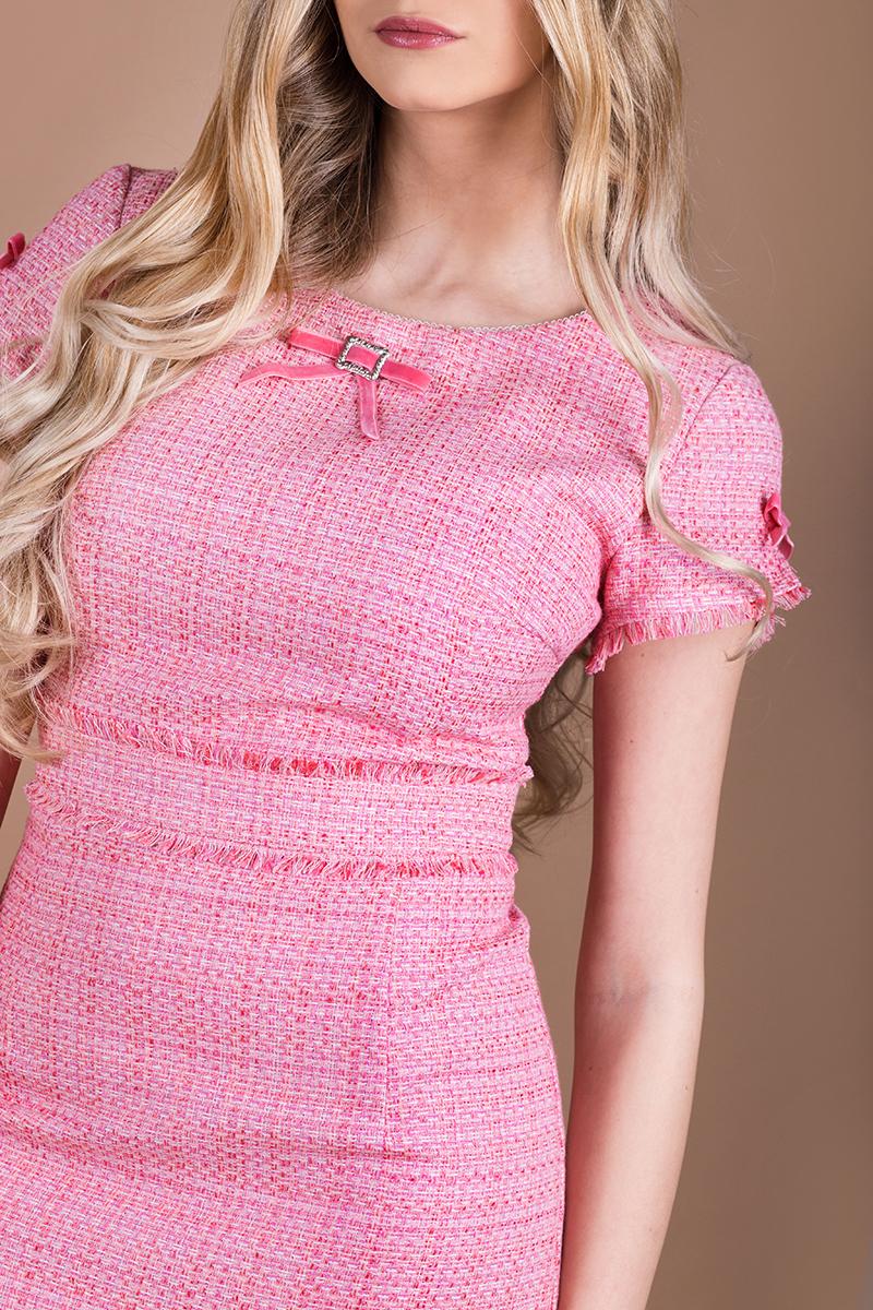 Нежна рокля от розово букле