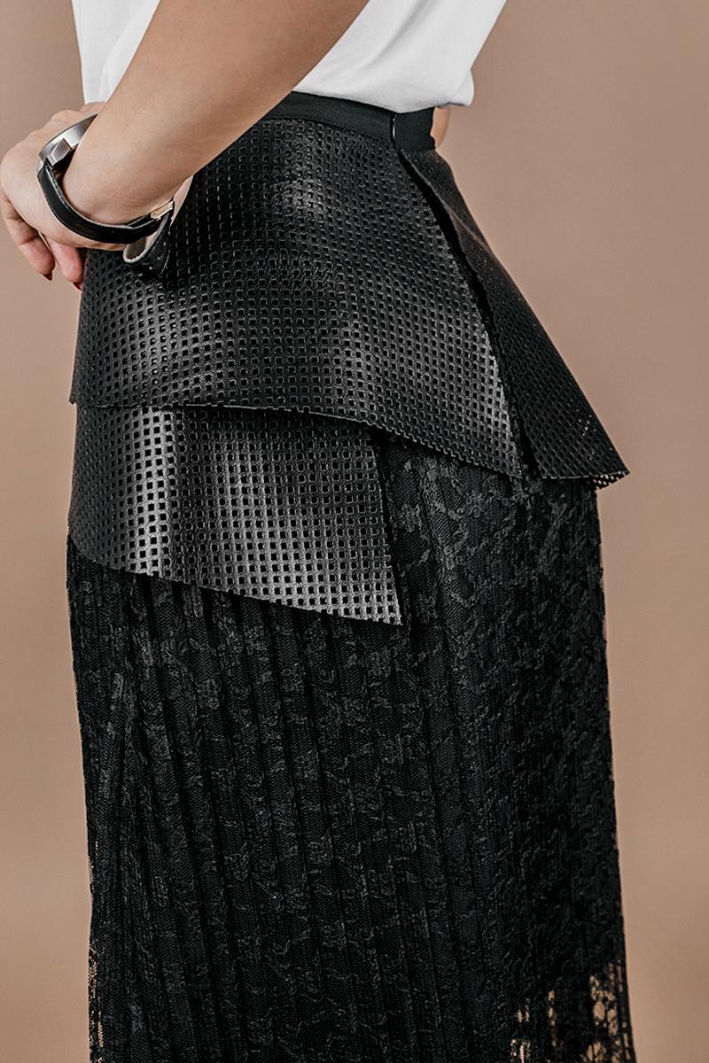 Дамска екстравагантна пола от кожа и дантела