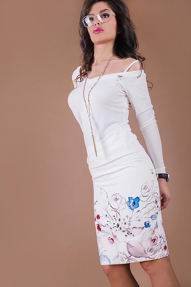 Елегантна дамска блуза с нежна брошка