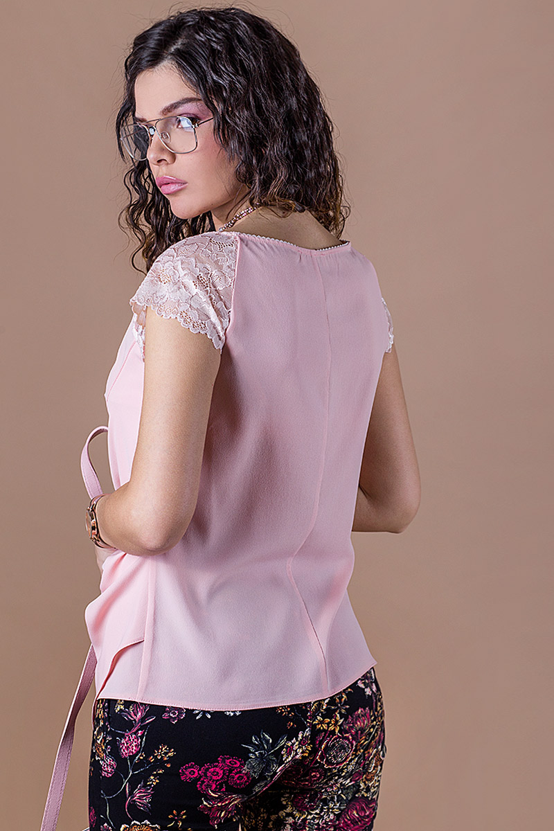 Дамска блуза с дантелени ръкави