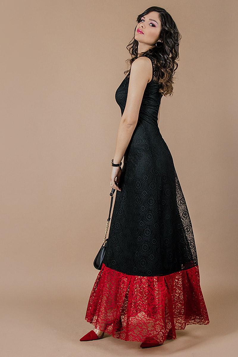 Дълга дамска рокля от красива дантела