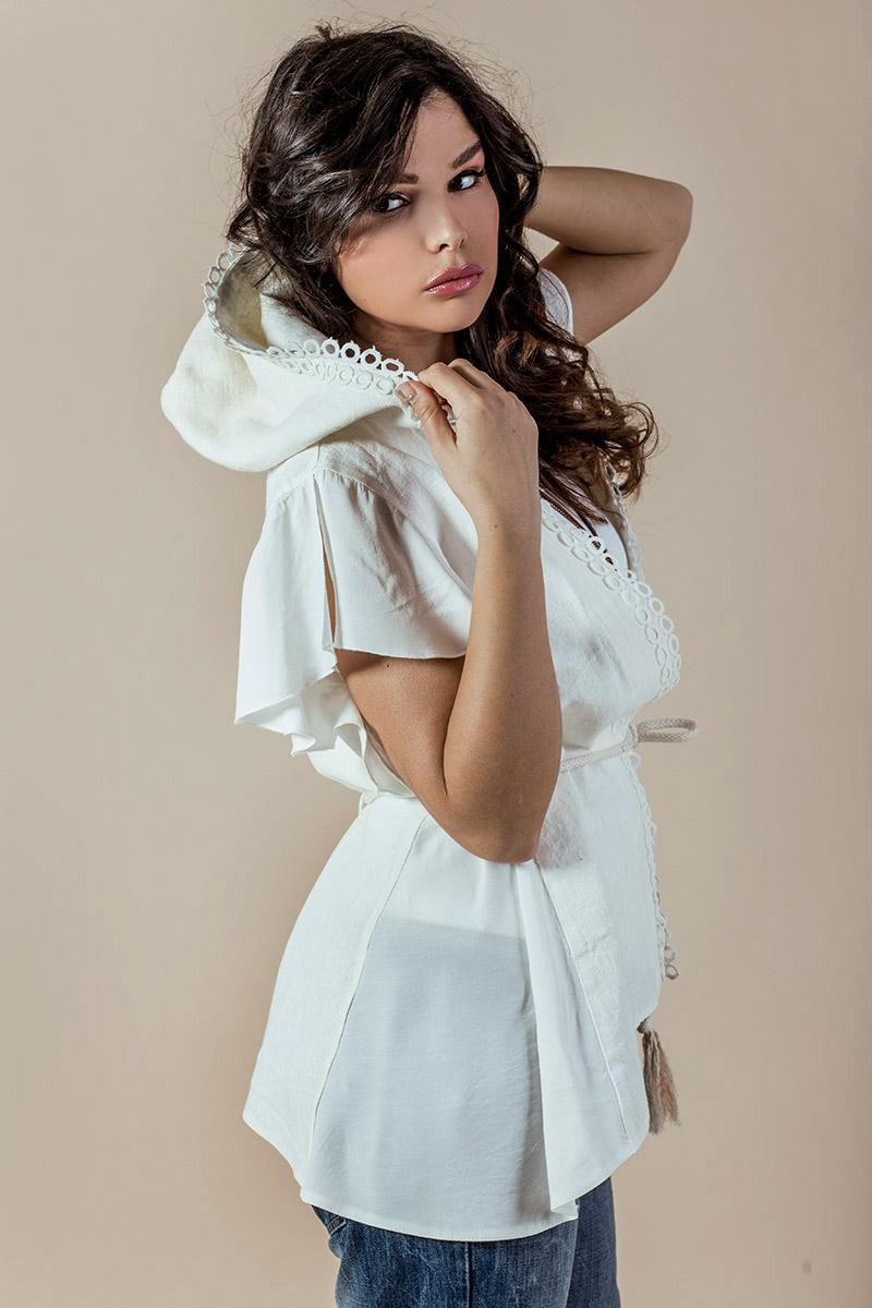 Екстравагантен дамски елек с качулка от лен