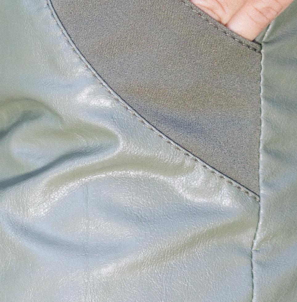 Кожен панталон в зелено