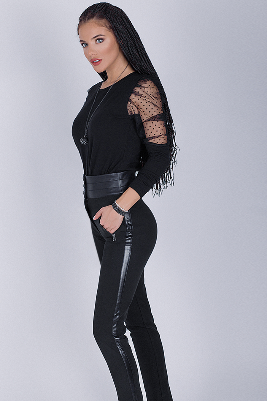 Дамска блуза в черно с обемни ръкави